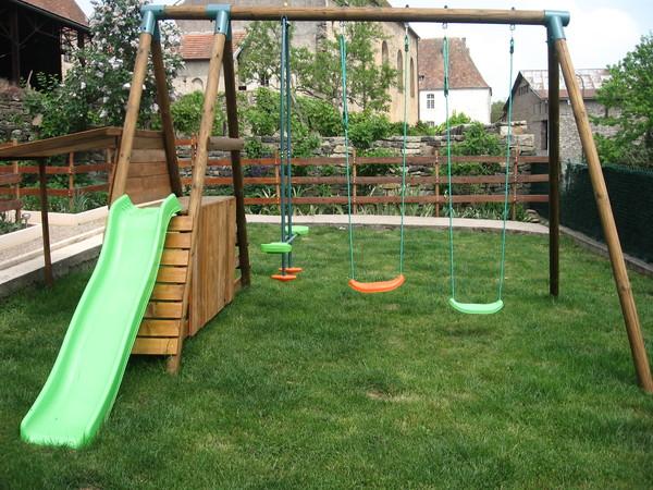 fabriquer portique balancoire faire balanoire et jardinire avec une chaise de rcup with. Black Bedroom Furniture Sets. Home Design Ideas