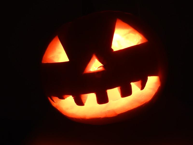 Citrouille d halloween qui fait peur goshowmeenergy for Decoration qui fait peur